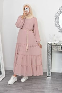 Modest Fashion Hijab, Stylish Hijab, Street Hijab Fashion, Abaya Fashion, Skirt Fashion, Fashion Outfits, Mode Abaya, Mode Hijab, Hijab Fashion Inspiration