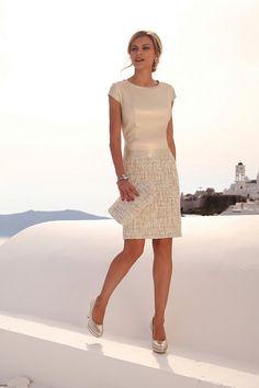 Linea Raffaelli cruise collection 16-17-set109 - dress 161-784-01 Chic is het juiste word voor dit elegante jurkje. Het zacht roze bovenstuk heeft een heel klein rolkraagje en kort mouwtje. De glansstof band in de taille is een mooie overgang naar de grof geweven rok in beige tinten.