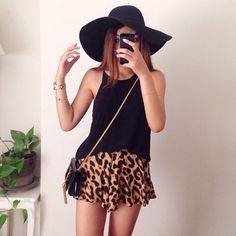 ♡ cheetah print shorts, slinky black tank and a Bermuda hat. Pair w/ wedges, black heels or ankle star blingy sandals. Either would be perfect w/ this look. Also RED LIPSTICK, MESSY TOP KNOT AND FIFTIES SUNGLASSES. Are the second option for this look just ditch the hat, love w/ the CRSSBODY BAG