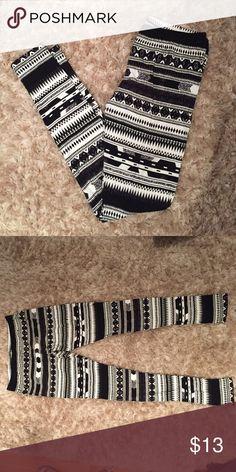 Aztec printed leggings Black and white tribal print leggings. NWOT. Never worn. 93% cotton / 7% spandex. Pants Leggings