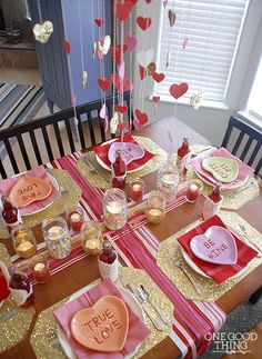 Valentine's Day Table by One Good Thing by Jillee. 25 Best Valentine's Day home decor ideas via A Blissful Nest. Diy Valentine's Dinner, Dinner For 2, Dinner Menu, Valentines Sweets, Family Valentines Dinner, Valentines Day Decorations, Family Holiday, Red Wedding, Wedding Ideas