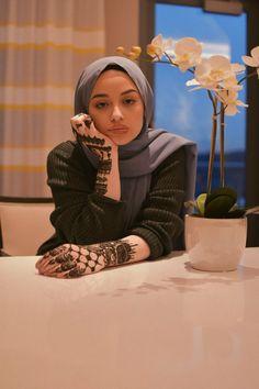 shes so pretty oml fr fr Hijab Outfit, Hijab Turban Style, Hijab Chic, Muslim Fashion, Modest Fashion, Hijab Fashion, Fashion Outfits, Beautiful Muslim Women, Beautiful Hijab