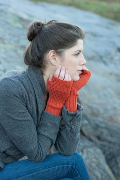 Ravelry: Lucy Mitts pattern by Dawn Catanzaro Crochet Gloves, Knitted Shawls, Knit Crochet, Fingerless Mittens, Knit Mittens, Wrist Warmers, Hand Warmers, How To Purl Knit, Stockinette