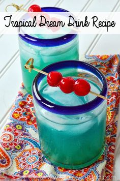 Tropical Dream Drink: Malibu Rum, Blue Curacao, Pineapple Juice. Summer party…