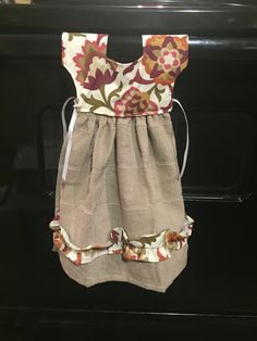 Is it a dress or a towel?? I love these adorable little towels. They easily hang on the handle of your oven and give your kitchen an extra touch. The one in the picture is ready to go or you can get one made to order to address your specific decor style. Just send me a message and will see what I can do for you.