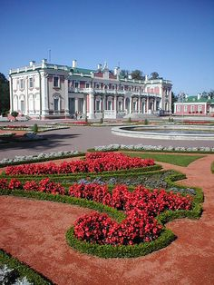 Kadriorg Palace, Estonia ♡ Built by Peter the Great for Catherine I of Russia  #VisitEstonia #ColourfulEstonia