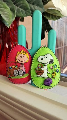 Peanuts Felt Easter Eggs-Snoopy and Sally by DebsArtsyEnchantment Charlie Brown Christmas, Charlie Brown Peanuts, Peanuts Snoopy, Christmas Tree, Christmas Ornaments, Easter Party, Handmade Ornaments, Crafty Craft, Beagle