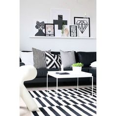 Modern style in Norway. Like this better and better. #nordisk #nordic #pillow #blackandwhite #modern #instyle #inspired #interior #kremerhuset #søstrenegrene #nordicdays
