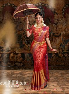 South Indian Bride wearing Silk Saree and Holding the Umbrella. Bridal Sarees South Indian, Bridal Silk Saree, Indian Bridal Outfits, Indian Bridal Fashion, Indian Bridal Wear, Saree Wedding, Bridal Dresses, South Indian Bride Jewellery, Tamil Wedding