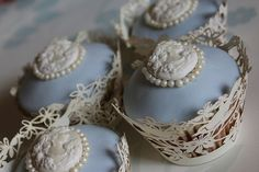 cameo cakes to decorate around my wedding cake colour cream tho