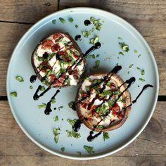 The Caprese of Portobello Vegetarian Recipes, Cooking Recipes, Healthy Recipes, Champignon Portobello, Cobb Bbq, Tapas, Bbq Party, Food Porn, Good Food