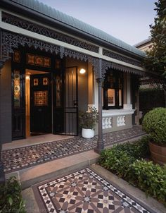 Love these Victorian Geometric tiles in this heritage house Victorian Terrace, Victorian Homes, Victorian Front Garden, Brick Facade, Facade House, Terrace House Exterior, Porch Tile, Exterior Tiles, Melbourne House