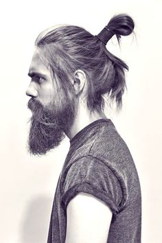 This is a guide on the man bun. The man bun is a long mens hairstyle, and it is basically tying your hair into a bun or half bun, whether you choose to tie all of your hair or just a section of your h Hair And Beard Styles, Long Hair Styles, Man Bun Hairstyles, Cropped Hairstyles, Hipster Hairstyles, Popular Hairstyles, Beautiful Men, Beautiful People, Beard Love