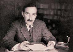 Per què els europeus tornen a llegir Stefan Zweig? Sigmund Freud, Writers And Poets, Writers Write, Patrick Modiano, Marie Stuart, Stefan Zweig, Grand Budapest Hotel, Private Life, Writing