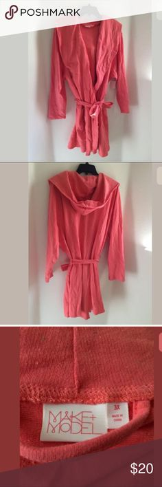 "NWT CORAL MAKE + MODEL L/S SPECKLE PRINT ROBE Robe, speckle print, hooded, side pockets, belt at waistline. 90% Cotton, 10% Polyester. Measurements taken across laying flat bust(underarm to underarm)-29"", waist-28"", hips-31"", length(top shoulder to hem)-40"" make + model Intimates & Sleepwear Robes"