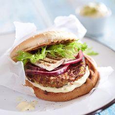Kasvishampurilainen - Veggie burger. Food & style Uura Hagberg Photo Satu Nyström. Maku 3/2012.