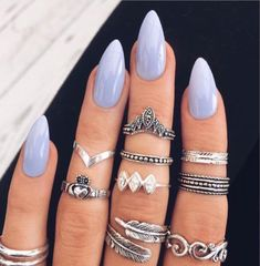 I love the many little rings on the fingers