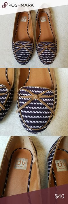 Dolce Vita Navy and White Flats EEUC Dolce Vita flats with a navy blue and white print pattern. Cute little bows on the toes and a very low heel. Size 9. Dolce Vita Shoes Flats & Loafers