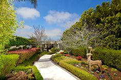 This #Smarthome has so many stunning amenities, it'll take your breath away (including the resplendent landscaped gardens)!  #LaJolla