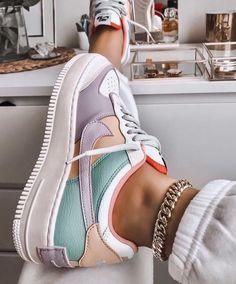 Nike Shoes Air Force, Nike Air Force Ones, Converse Sneaker, Sneakers Nike, Girls Sneakers, Adidas Shoes, Crazy Shoes, Me Too Shoes, Sneakers Fashion