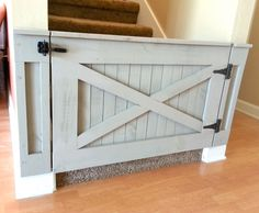 Dog or Baby Gate Barn Door Style von LoNineDesigns auf Etsy https://www.etsy.com/de/listing/196480189/dog-or-baby-gate-barn-door-style