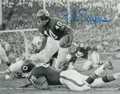 Gale Sayers Signed Chicago Bears B&W Action 8x10 Photo