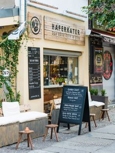 "Visit to the ""Oat Caterer"" - fresh porridge for breakfast - Berlin. du bist so wunderbar, Berlin - Restaurant Restaurant Design, Restaurant Berlin, Deco Restaurant, Industrial Restaurant, Industrial Cafe, Industrial Shelving, Industrial Closet, Industrial Apartment, Industrial Bathroom"