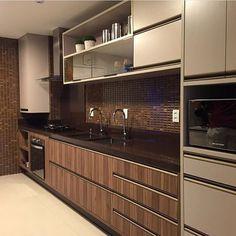 """8,589 Likes, 36 Comments - Arq•Décor•Casa•Home•Interior (@bloghomeidea) on Instagram: """"Cores sóbrias e muita inspiração na cozinha by Claudiny. Amei❣️ Me encontre também no @pontodecor…"""""""