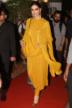 Deepika Padukone's Churidar Looks: Deepika Padukone opted for yellow Sabyasachi kurta at Photography Awards 2020 paired with emerald earrings and black potli bag to complete the look. Check out the Deepika Padukone's kurta style at Vogue India. Indian Designer Suits, Indian Suits, Indian Attire, Designer Salwar Suits, Stylish Dress Designs, Designs For Dresses, Stylish Dresses, Indian Dress Up, Indian Fashion Dresses