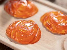 Pumpkin Jelly Shots recipe from Sandra Lee via Food Network Pumpkin Jelly, Pumpkin Spice, Fall Recipes, Holiday Recipes, Pumpkin Recipes, Halloween Drinks, Halloween Ideas, Halloween Party, Halloween Foods
