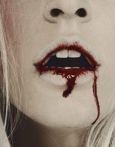 """""""Doce é o sangue de cristo. Cura os fracos e enfraquece os abençoados."""" - Lilith"""