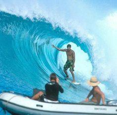 O Hiperativos separou videos dos três sonhos que todo surfista tem.  São ondas realmente animais, não tem como não querer dropar uma dessas.