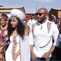 Ladies tag the right culture please ? Zulu Traditional Wedding Dresses, Zulu Traditional Attire, African Fashion Traditional, African Inspired Fashion, African Dresses For Women, African Fashion Dresses, African Women, Fashion Outfits, African Wedding Attire