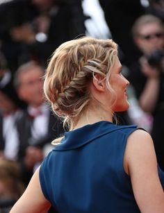 La coiffure parfaite pour mettre en valeur les reflets des chevelures blondes, comme celle de la belle Alice Taglioni.