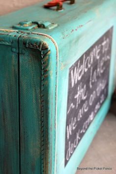 zo'n leuk idee een oude koffer verven met schoolbordverf... kan je er van alles op zetten