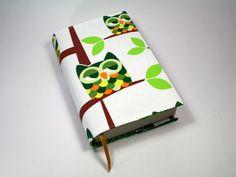 """Mit dieser """"tierische"""" Buchhülle machen deine Taschenbücher nicht nur *optisch einen guten Eindruck*, sie sind auch noch *wunderbar geschützt*. So ..."""