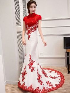 Custom Tailored Colorblock Qipao / Cheongsam Wedding Dress with Mermaid Train. Hon was so pleased with the kwa which arrived that he asked me to order this piece too! Aint it a beauty? Asian Wedding Dress, Red Wedding Dresses, Bridesmaid Dresses, Chinese Wedding Dresses, Chinese Dresses, Wedding Bridesmaids, Oriental Fashion, Red Fashion, Fashion Dresses
