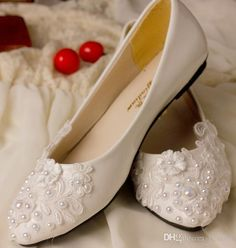2015 Designer White Handmade Lace Pearl Princess Shoes Flat Cusp Head Shoes Evening Party Bridal Wedding Shoes Yzs168 from Yzs168,$32.47 | DHgate.com