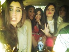 Gotta love these girlss...look at Lauren's eyes so pretty...they look like mine <3 I mean the color