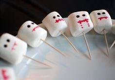 Marschmallows monster #Halloween Halloween Desserts, Halloween Cupcakes, Bolo Halloween, Postres Halloween, Haloween Party, Hallowen Food, Halloween Crafts For Toddlers, Easy Halloween Decorations, Toddler Halloween