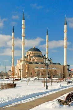 Akhmad Kadyrov Mosque in Grozny, Chechnya, Rusia Beautiful Mosques, Beautiful Sites, Beautiful Places, Mosque Architecture, Art And Architecture, Ancient Architecture, Islamic World, Islamic Art, Russian Culture