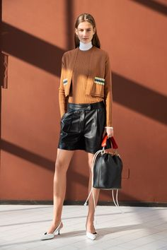 The complete Sportmax Pre-Fall 2019 fashion show now on Vogue Runway. Knitwear Fashion, Knit Fashion, 70s Fashion, Fashion Week, Fashion 2020, Fashion Outfits, Vogue Fashion, Ladies Fashion, Stylish Outfits