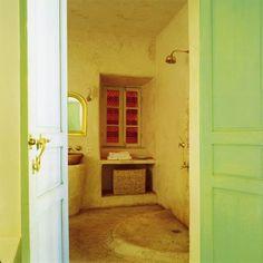 Une salle de bains en tadelakt Marrakech, Riad, Tadelakt, Alcove, Bathtub, Bathroom, Storage, Interior, Design