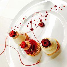 @valrhonausa #cerclev #chef #profiterolle #opalys #vanilla #icecream #choux #praline #white #pearl #raspberry #sorbet #instafood #instagood #yummy