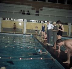 Interieur van het zwembad Den Hommel (Kennedylaan 5) te Utrecht: binnenbad. 1965-1970