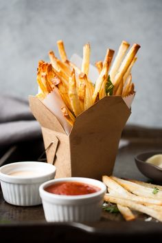 CRISPY FRENCH FRIES W/HOMEMADE DIPPING SAUCES coolinaria.es #food #foodporn #foodies