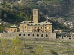 Sarre castle, ancient residence of Savoia, italian king. Looks more like a prison to me. Castles To Visit, Cities In Italy, Walled City, Ancient Architecture, Old Buildings, Fantasy World, Prison, Beautiful Places, Places To Visit