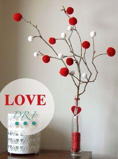 Un original ramo de flores para regalar o decorar - Ideas de decoración para San Valentín Valentine Tree, Valentines Day Party, Valentines Day Decorations, Valentine Crafts, Christmas Decorations, Craft Gifts, Diy Gifts, Saint Valentin Diy, Valentines Bricolage