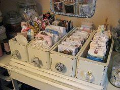 new ideas sewing machine drawers repurposed upcycling storage Sewing Machine Drawers, Old Sewing Machines, Decoration Shabby, Shabby Chic Decor, Shabby Chic Crafts, Craft Room Storage, Craft Organization, Craft Rooms, Fabric Storage
