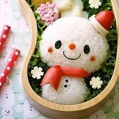楽しい楽しいクリスマスがやってくるぞー!どうせならもっと楽しいクリスマスにするために、こんなかわいいキャラ弁を作ってみるのはどう?子どもたちはもちろん旦那さんだって大喜び間違いなし!そんなクリスマスキャラ弁レシピを集めてみました。特に雪だるまのキャラ弁は、作るのも簡単でかわいいから初心者さんにもオススメです!